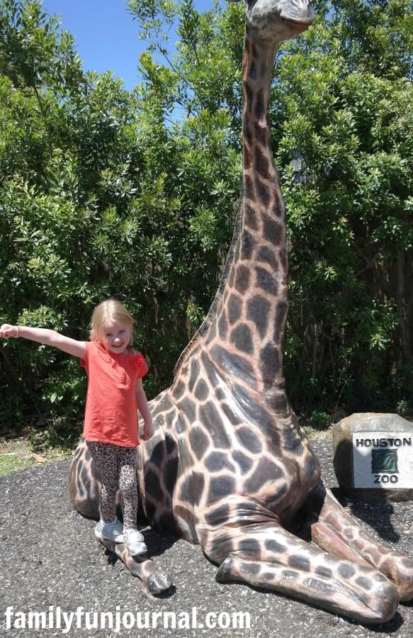 houston zoo giraffe statue
