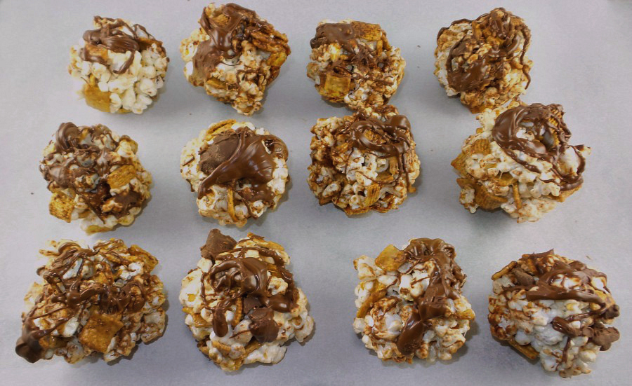 smores-popcorn-balls-final-900x551