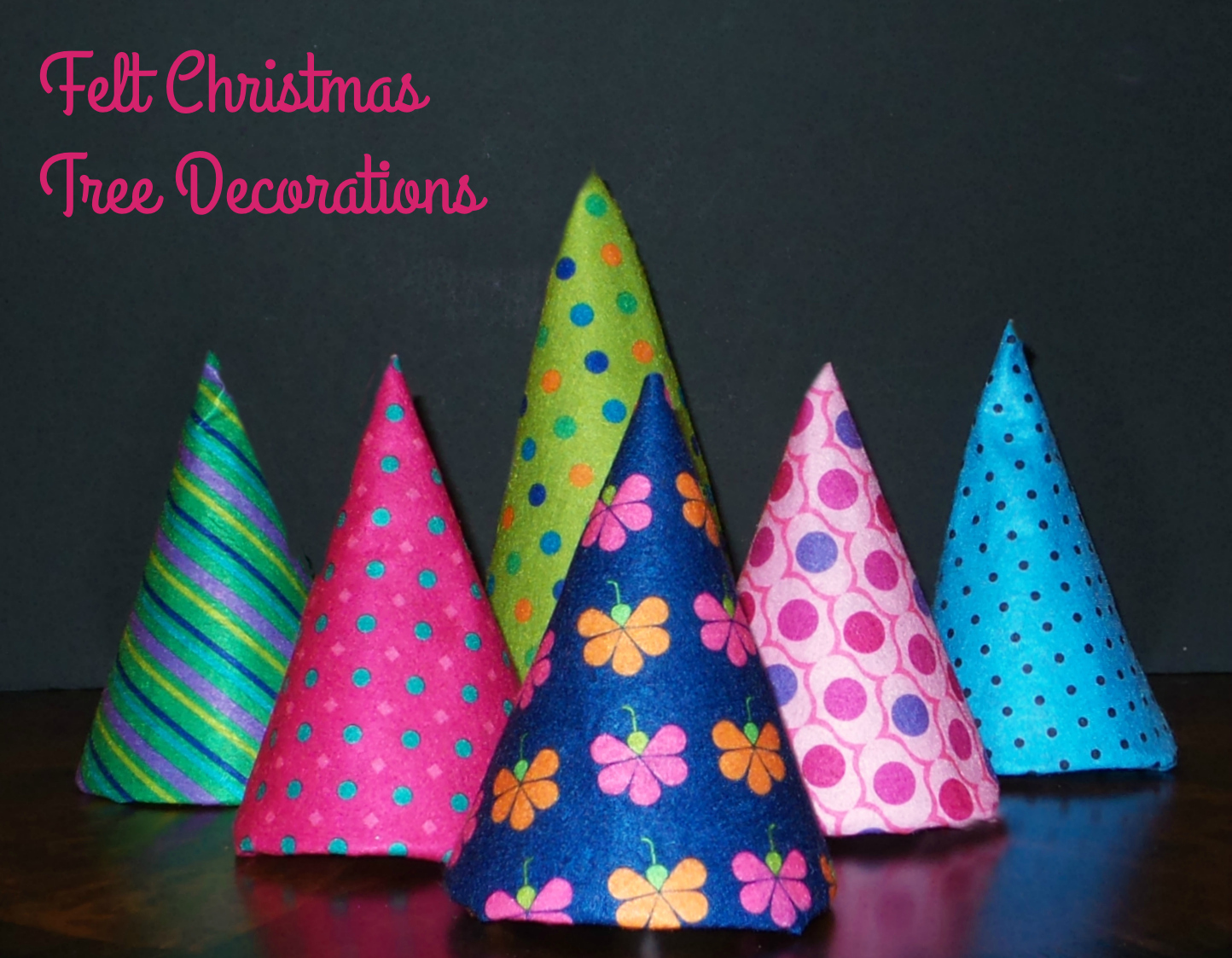 final-felt-christmas-tree-decorations with font